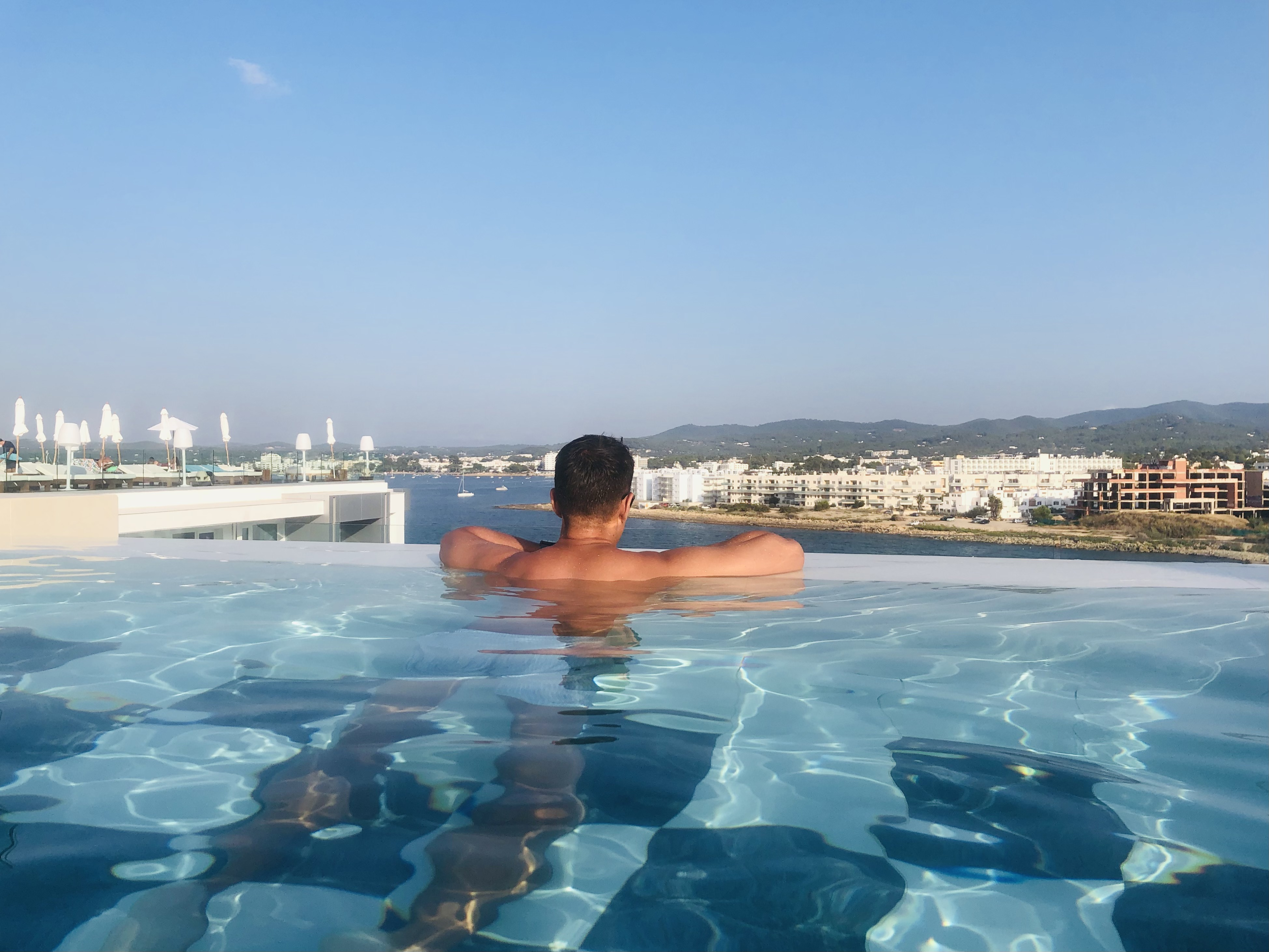 Infinity pool azotea Amàre Beach Hotel Ibiza